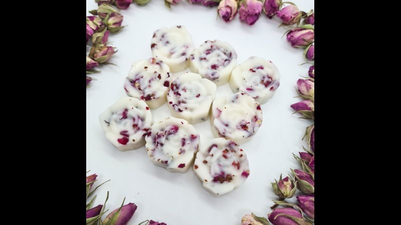 Botanical wax melts with rose