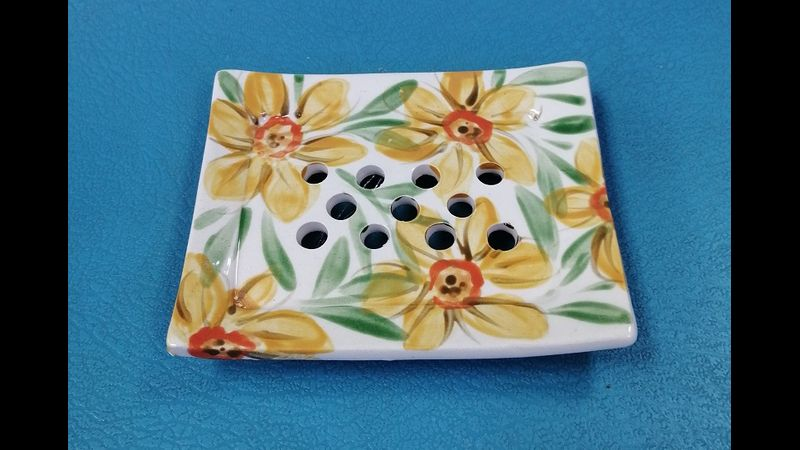 Front view of daffodil soap dish