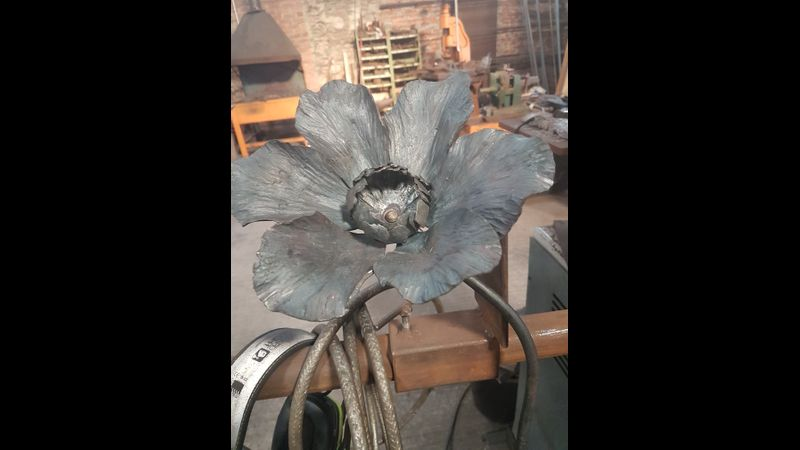 Blacksmithing day course: making garden flowers