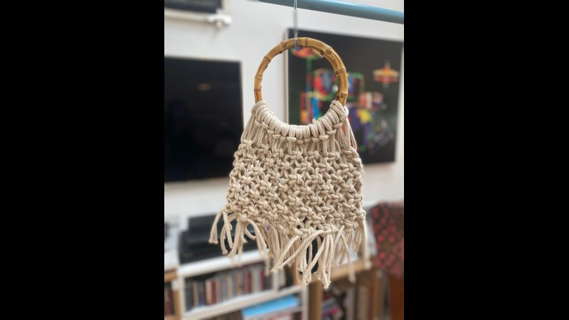 Macramé bag with round wooden handles