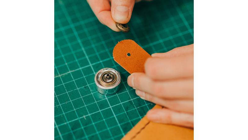 Press fastener tool