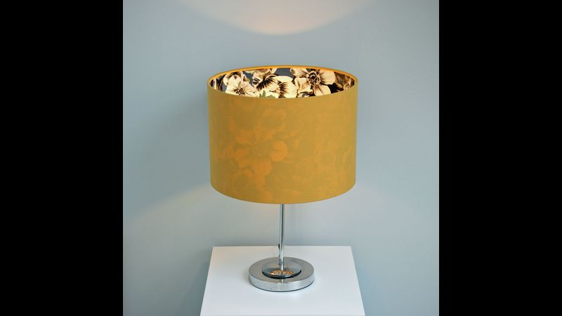 A finished 30cm table lampshade