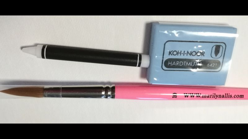 Size 10 Marilyn Allis quality brush, eraser & wax crayon