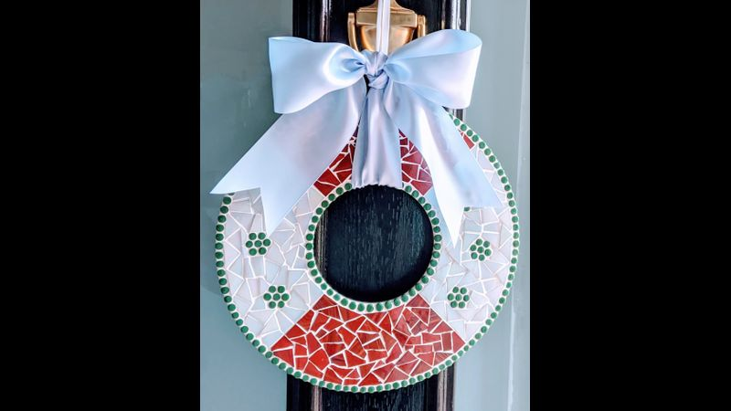 Christmas Wreath in conker and white