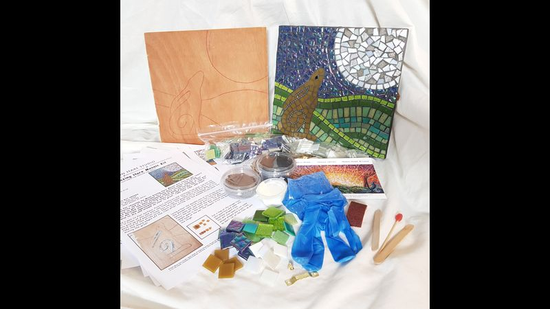 Contents of the kit and example of complete mosaic