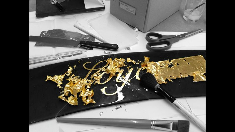 Gilding on glass - gold leaf workshop