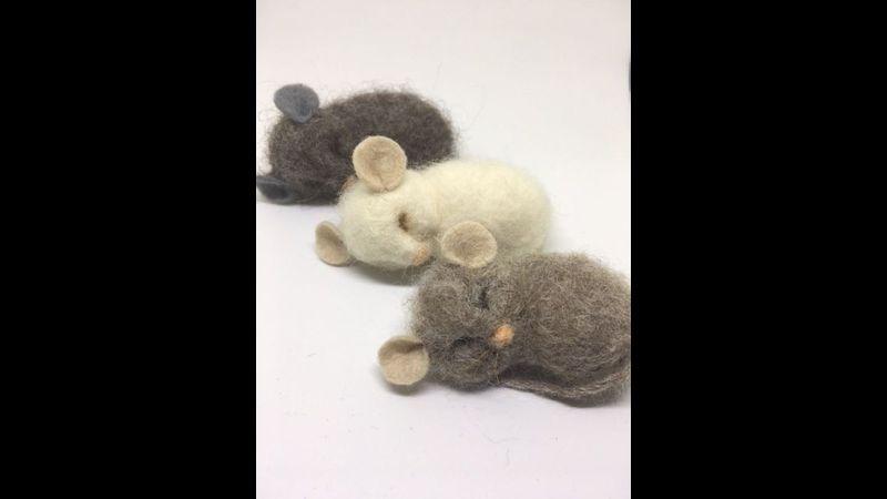 Needle felting for beginners - Mice