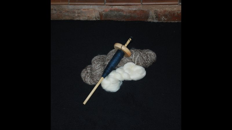 Drop spindle spinning