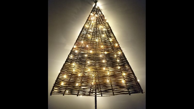 Large two dimensional willow Christmas Tree