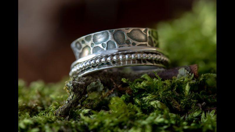 Fidget ring by Helen Drye
