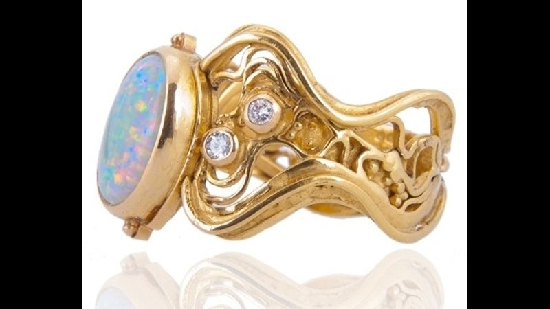 Ring in 22ct gold with opal by Lucy Copleston