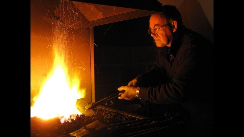 Master blacksmith Richard Bent demonstrating skills on a Red Anvil School of Blacksmithing course