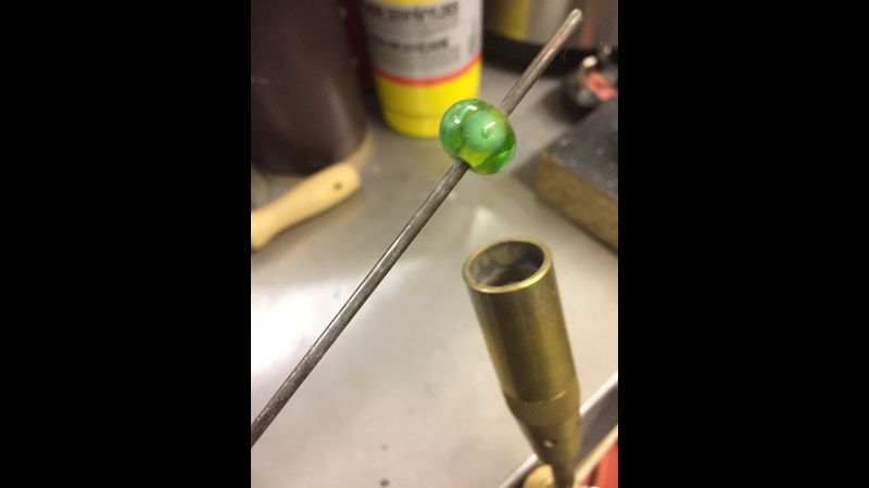 Making a glass bead