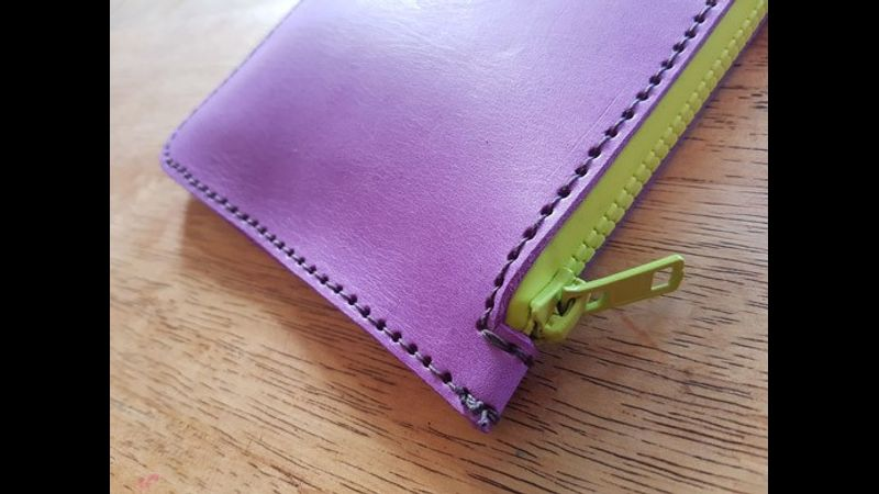 Do-it-yourself-bag-kit-Make-a-Bag-at-home-leather-course-Handmade-zip-pouch-CORNER-view-purple