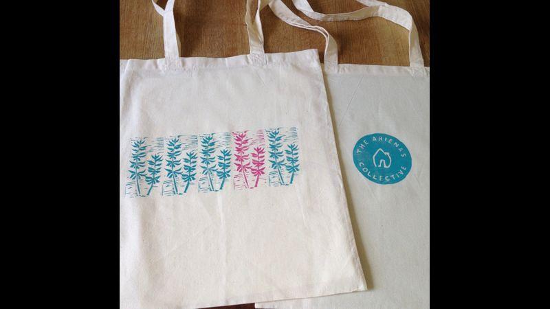 Designing and printing bespoke tote bags on lino printing workshop in Edinburgh.