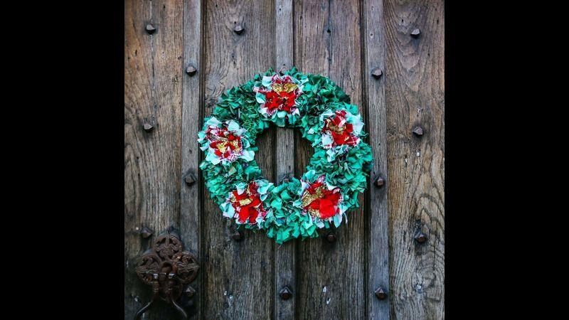 Traditional Rag Rug Christmas Wreath