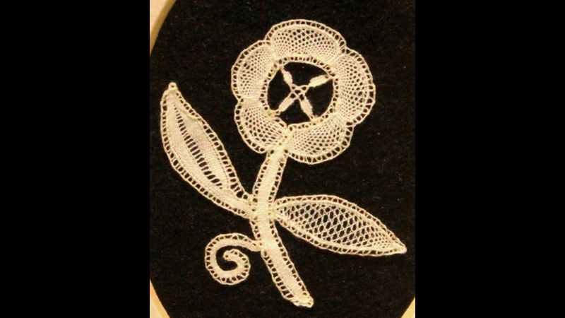 Honiton Lace - Beginner's Flower