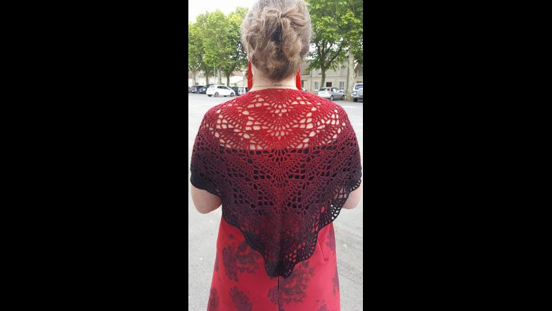 Sandrine shawl in red and black