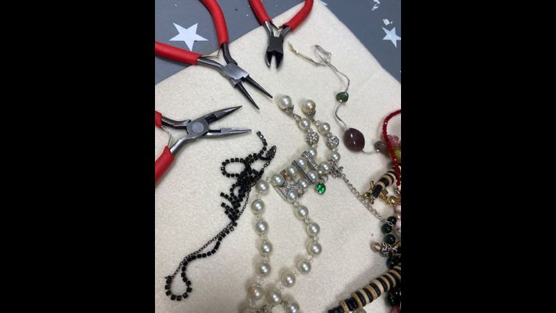 Upcycled vintage jewellery class with Craft My Day