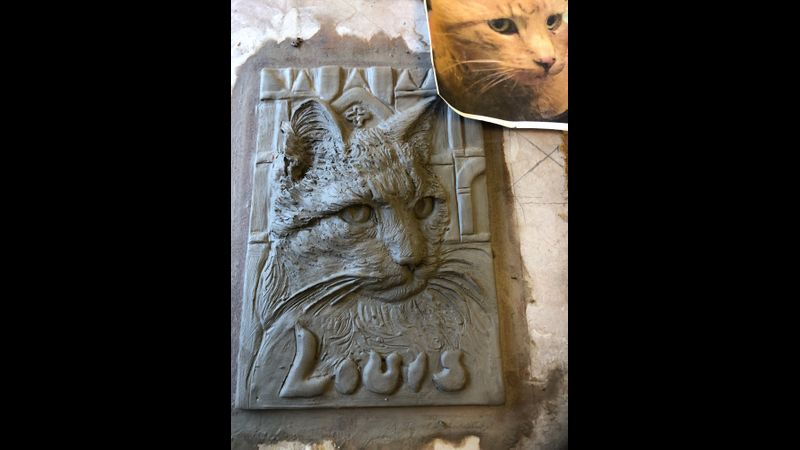 Louis The Cathedral cat- Postcard in Ceramic