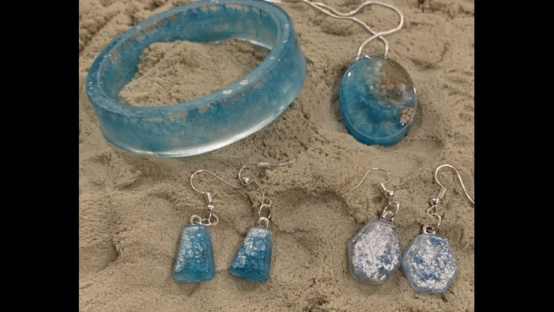 Beach themed jewellery by Laura.  November 2019