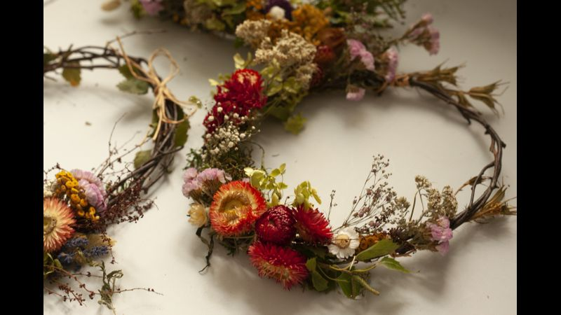 Dried flower wreath making in Chester suitable for the home, weddings and special occasions.