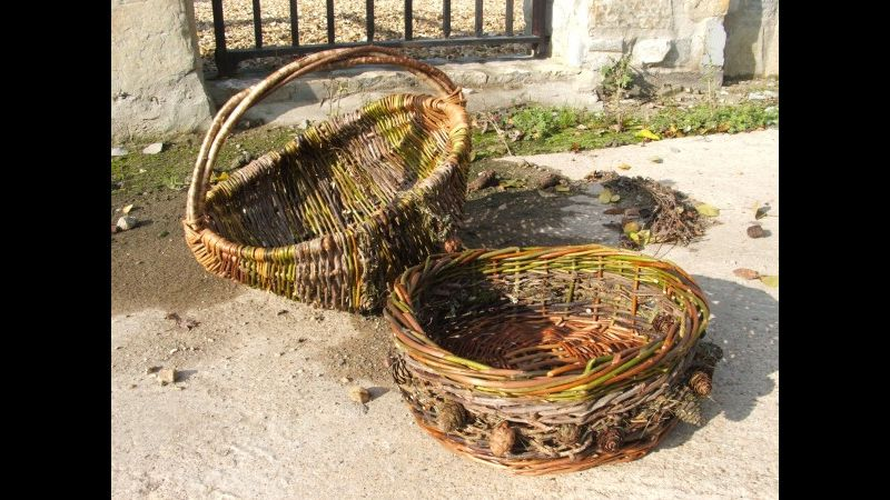 Round hedgerow fruit bowl with frame basket behind.