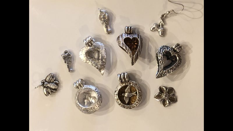 Locket style bead pendant