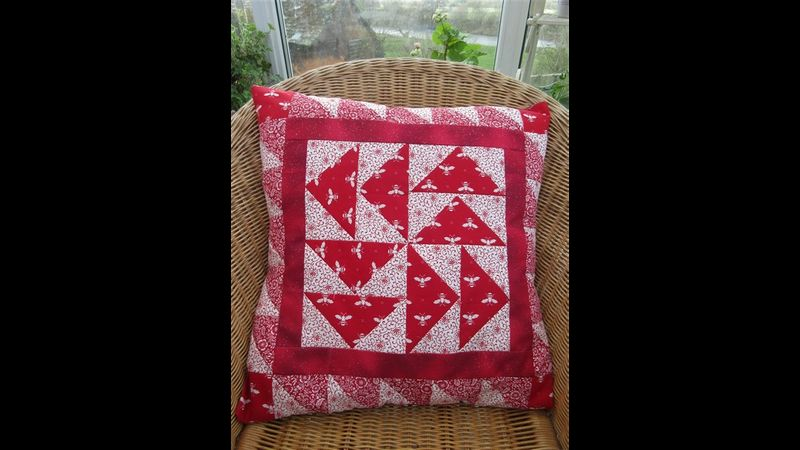 Triangle techniques combined into a cushion