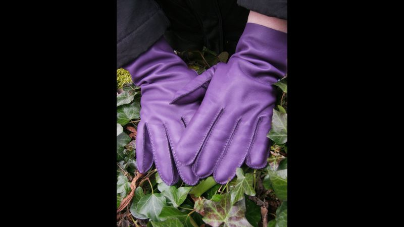 Hand stitched soft leather gloves