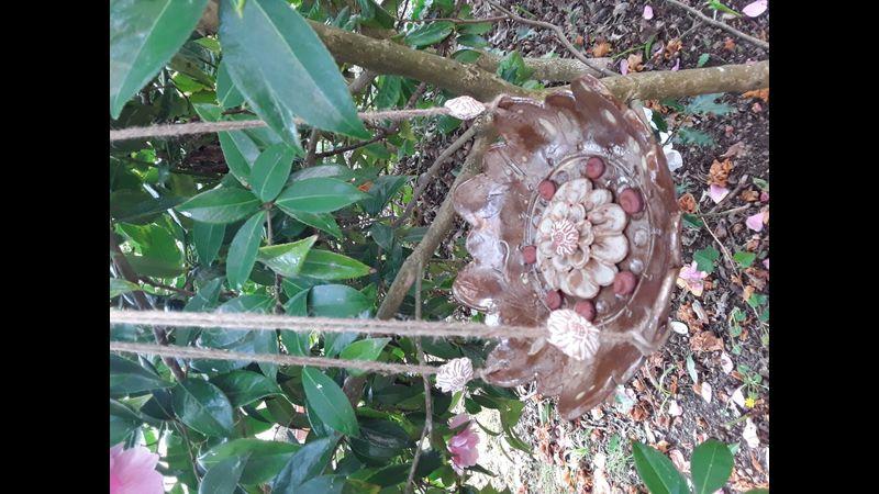 Hanging bee bowl