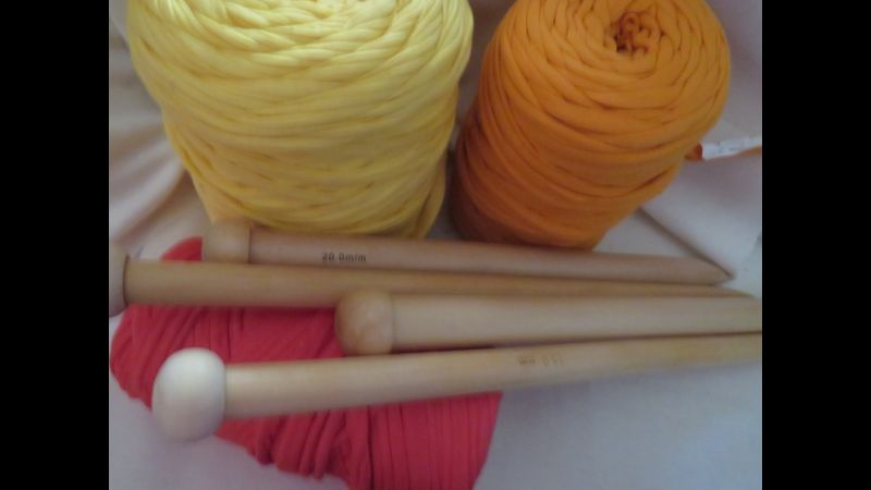 T.Shirt Yarn with knitting needles