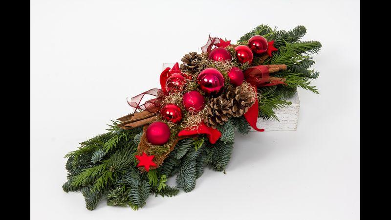 Christmas table centrepiece, table decoration, Christmas Table Decoration, holly, spruce, pine cones, cinnamon sticks, Christmas baubles