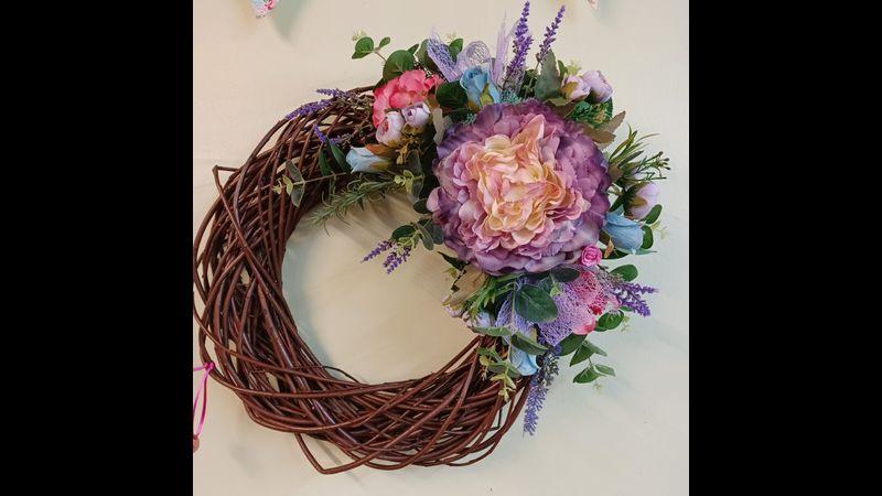 Steamed willow door wreath