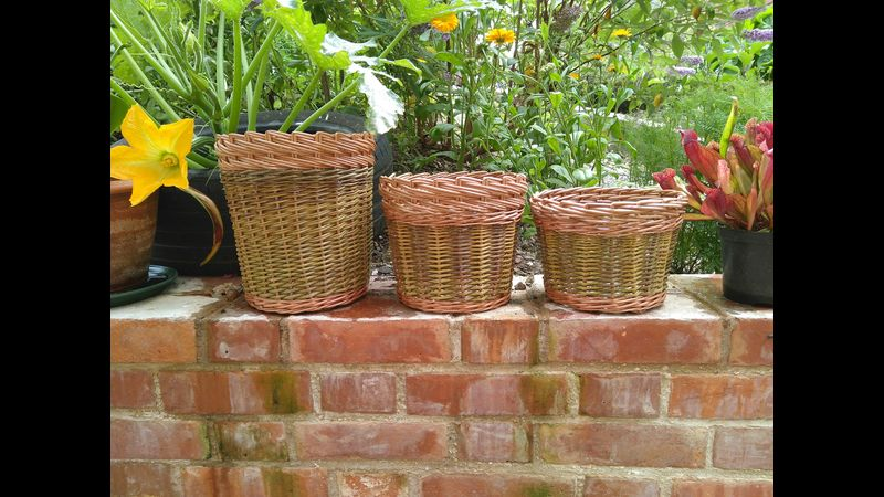 Round Basket with Decorative Trac Border.